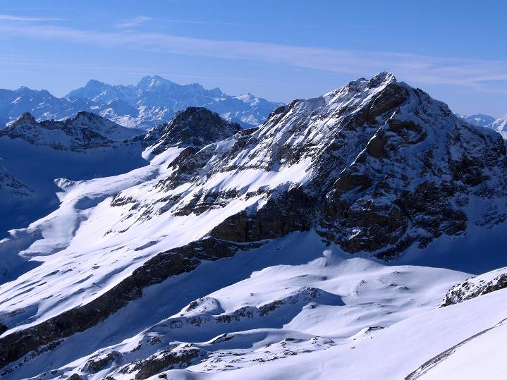 Foto: Andreas Koller / Ski Tour / Von der Lauchernalp aufs Hockenhorn (3293m) / Blick am Balmhorn (3698 m) vorbei zum Montblanc (4810 m) / 12.01.2009 19:35:24