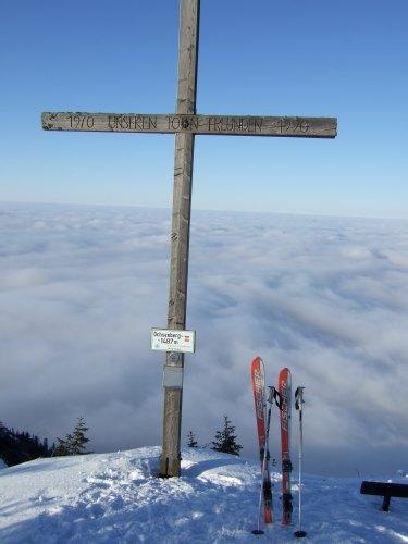 Foto: hofchri / Ski Tour / 4 Gipfeltour in der Osterhorngruppe ab der Gaißau / Gipfelkreuz am Ochsenberg (1.487 m) / 13.01.2009 12:33:17