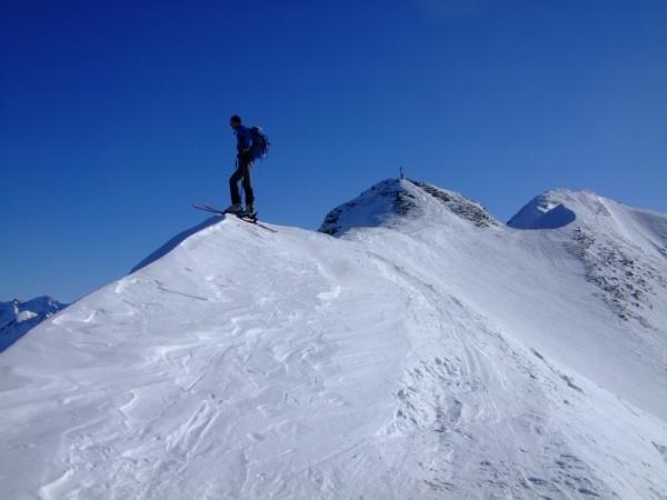 Foto: Bernhard Berger / Ski Tour / Von Navis auf die Schafseitenspitze / Schigipfel, rechts Hauptgipfel (Foto: Bernd Golas) / 13.01.2009 16:33:23