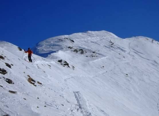 Foto: Bernhard Berger / Ski Tour / Von Navis auf die Schafseitenspitze / Abfahrt vom Hauptgipfel der Schafseitenspitze (Foto: Bernd Golas) / 13.01.2009 16:36:14