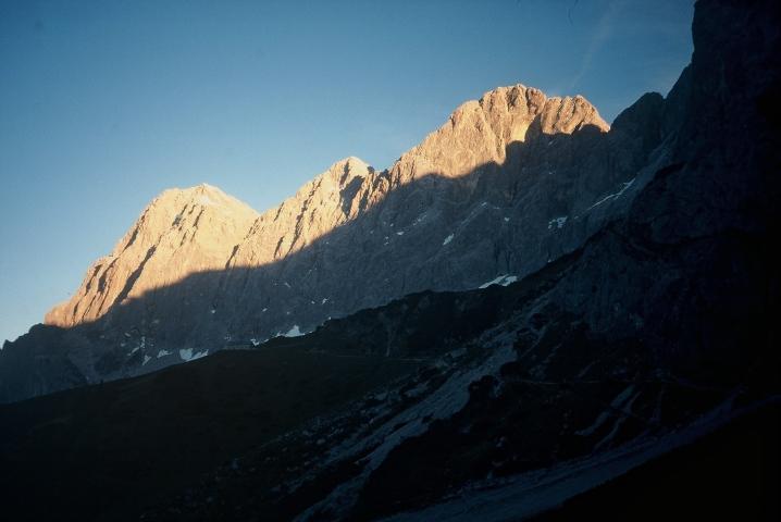 Foto: Manfred Karl / Klettersteig Tour / Johann Klettersteig auf die Dachsteinwarte / Morgenstimmung unterhalb der Südwandhütte / 22.01.2009 21:32:54