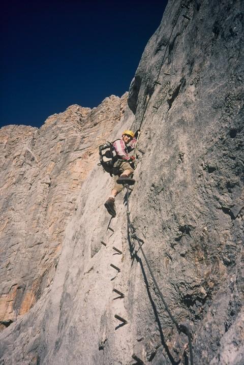 Foto: Manfred Karl / Klettersteig Tour / Johann Klettersteig auf die Dachsteinwarte / Steil hinauf zum Quergang und dann folgt die Plattenwand / 22.01.2009 21:29:46