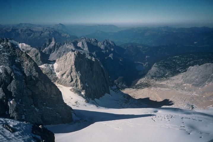 Foto: Manfred Karl / Klettersteig Tour / Johann Klettersteig auf die Dachsteinwarte / Ausblick vom Dachsteingipfel über den Großen Gosaugletscher zum Gosausee / 22.01.2009 21:23:59