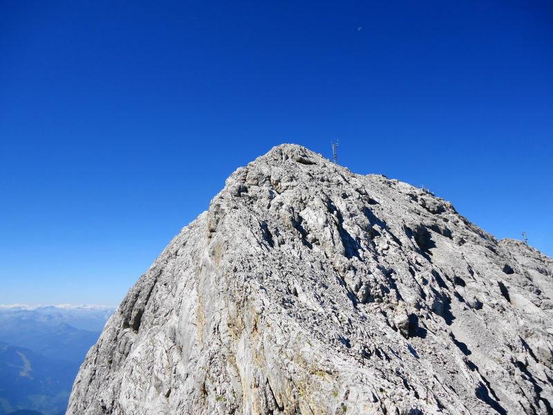 Foto: Günter Siegl / Klettersteig Tour / Irg – Klettersteig auf den Koppenkarstein / Der leichte, finale Grat zum Gipfel. / 24.08.2015 10:36:14