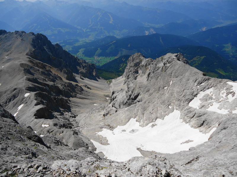 Foto: Günter Siegl / Klettersteig Tour / Irg – Klettersteig auf den Koppenkarstein / Blick zum Auf- und Abstiegsweg Edelgrieß mit den Resten des Gletschers / 24.08.2015 10:30:25