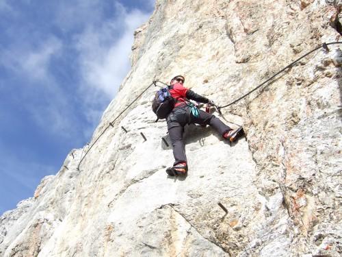 Foto: hofchri / Klettersteig Tour / Irg – Klettersteig auf den Koppenkarstein / ausgesetzte Plattenquerung / 20.07.2009 21:39:56