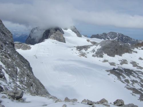 Foto: hofchri / Klettersteig Tour / Irg – Klettersteig auf den Koppenkarstein / Blick zur Bergstation - Dachstein in Wolken / 20.07.2009 21:46:29