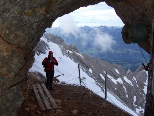 Foto: hofchri / Klettersteig Tour / Irg – Klettersteig auf den Koppenkarstein / Blick aus dem Stollen / 20.07.2009 21:16:42