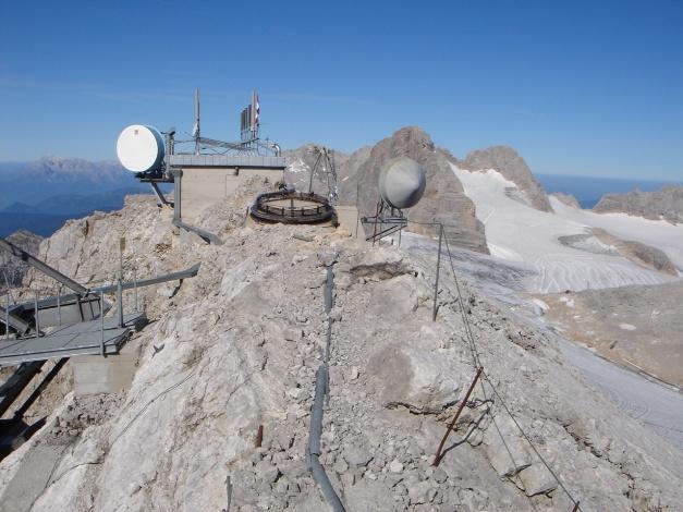 Foto: Manfred Karl / Klettersteig Tour / Irg – Klettersteig auf den Koppenkarstein / Gipfelzier am Großen Koppenkarstein / 22.01.2009 22:04:01