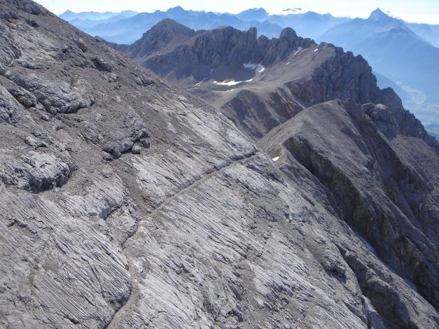 Foto: Manfred Karl / Klettersteig Tour / Irg – Klettersteig auf den Koppenkarstein / Der in den Fels gesprengte Weg vom Rosmarie Stollen zum Hinteren Türl / 22.01.2009 21:58:32