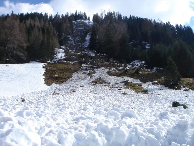 Foto: Manfred Karl / Ski Tour / Über das Murtörl auf das Mureck / Wie auf dem Foto gut ersichtlich sind die zu querenden Hänge am Weg zur Kreealm nicht ganz ungefährlich / 22.01.2009 22:46:57