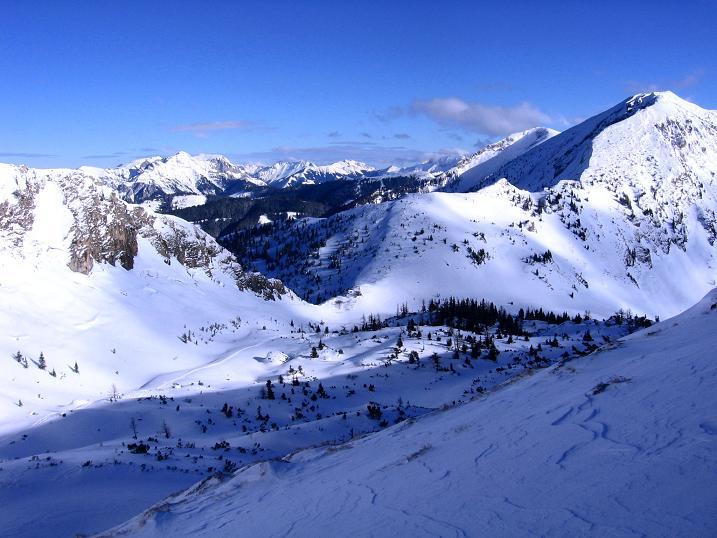 Foto: Andreas Koller / Ski Tour / Über den Leobner (2036m) / Blick hinab ins Leobner Törl / 25.01.2009 23:41:54