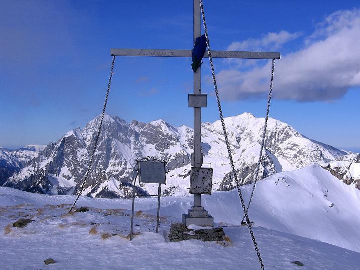 Foto: Andreas Koller / Ski Tour / Über den Leobner (2036m) / Vom gipfelkreuz des Leobners bietet sich ein toller Ausblick in die Hochtor-Gruppe (2369 m) / 25.01.2009 23:38:21