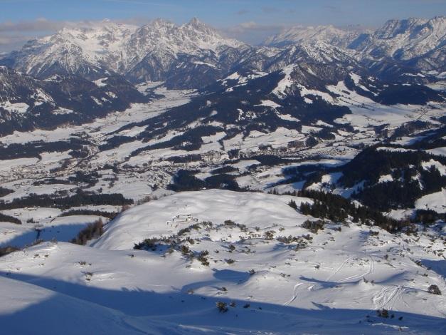 Foto: Manfred Karl / Ski Tour / Vom Gasthof Winkelmoos auf den Karstein / Fieberbrunn, dahinter links Loferer Steinberge / 26.01.2009 20:23:50