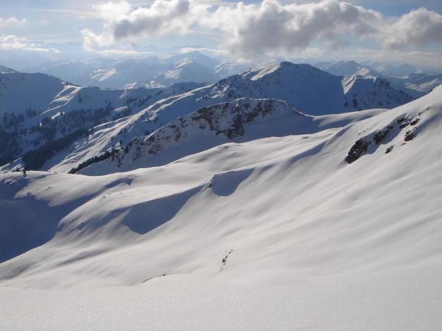Foto: Manfred Karl / Ski Tour / Vom Gasthof Winkelmoos auf den Karstein / Auch die Südosthänge bieten herrliches Schigelände, allerdings im unteren Teil teilweise sehr steil / 26.01.2009 20:20:54