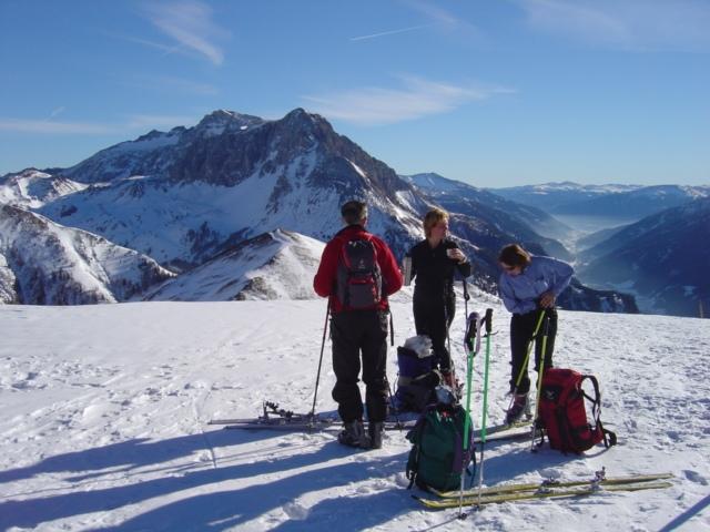 Foto: Manfred Karl / Ski Tour / Schöpfing (2143m) / Am flachen Gipfel gegen Wurmfeld, dahinter der Hochfeindkamm und rechts das Zederhaustal / 26.01.2009 21:02:54