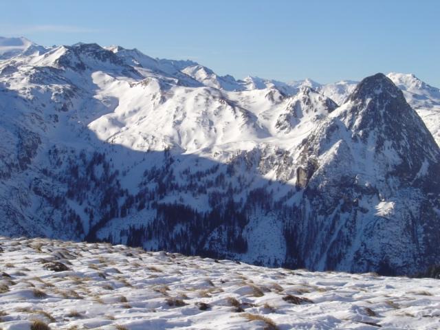 Foto: Manfred Karl / Ski Tour / Schöpfing (2143m) / Schiberge ohne Ende, sogar der ganz rechts ;-) / 26.01.2009 21:02:02