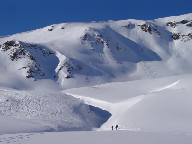 Foto: Manfred Karl / Ski Tour / Schöpfing (2143m) / Bei guten Verhältnissen gibt es verschiedene kleine Varianten - ein zweites und drittes Mal kann man da schon noch einmal die kurzen Hänge runterfahren / 26.01.2009 20:59:19