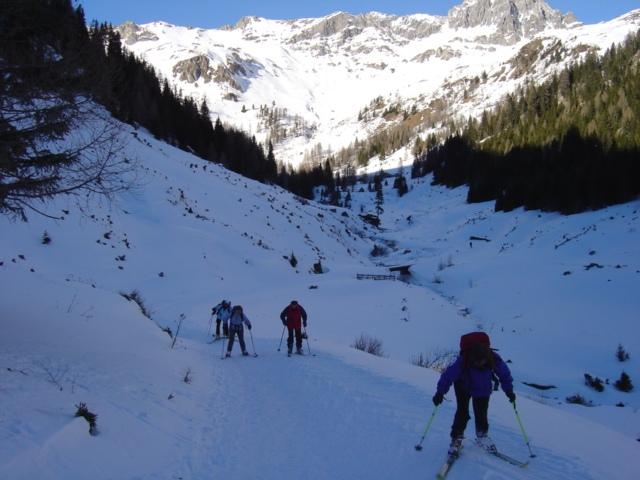 Foto: Manfred Karl / Ski Tour / Schöpfing (2143m) / Am Weg zurück heißt es ein paar Mal ein bischen antauchen / 26.01.2009 20:55:48