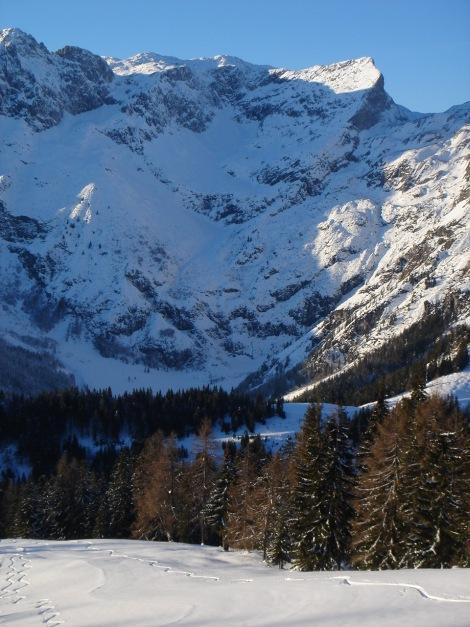 Foto: Manfred Karl / Ski Tour / Aus der Zaglau auf die Bischlinghöhe / Wengerau mit dem Trog und der Wermutschneid, zwei steilen Abfahrten / 27.01.2009 07:03:13