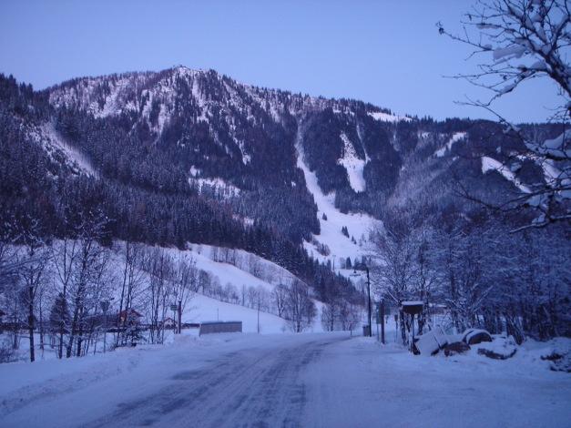 Foto: Manfred Karl / Ski Tour / Aus der Zaglau auf die Bischlinghöhe / Der Bischling mit der markanten Wiese, über die die Aufstiegs- bzw. Abfahrtsvariante verläuft / 27.01.2009 07:01:21