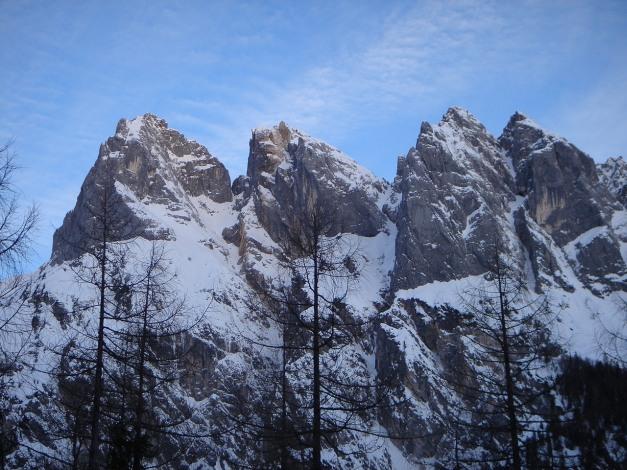 Foto: Manfred Karl / Ski Tour / Vorderberghörndl (2082m) / Unzähliche Kletterrouten durchziehen die Wände der Mühlsturz- und Grundübelhörner, allerdings immer mit einem mehr oder weniger langen Zustieg verbunden / 27.01.2009 08:03:16
