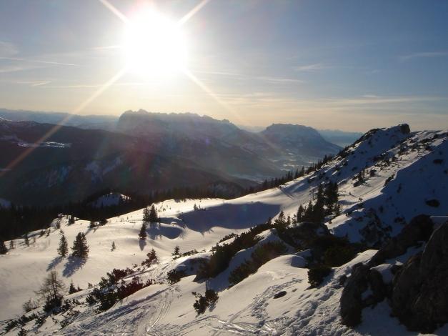 Foto: Manfred Karl / Ski Tour / Durch das Ostertal auf die Hörndlwand / Weit reicht die Aussicht nach Westen, hier zum Wilden Kaiser / 28.01.2009 22:15:24