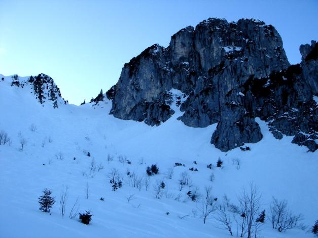 Foto: Manfred Karl / Ski Tour / Durch das Ostertal auf die Hörndlwand / Ostertal mit dem Klettergipfel der Hörndlwand / 28.01.2009 22:14:26