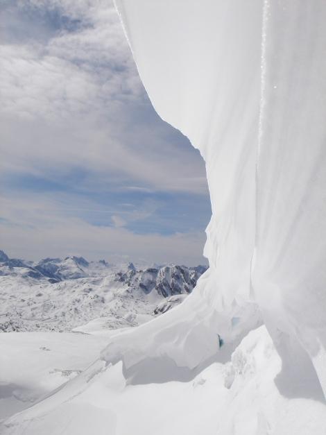 Foto: Manfred Karl / Ski Tour / Schneibstein, Bockskehl Abfahrt / Die Gipfelwechte am Schneibstein ist nicht jedes Jahr so mächtig. / 28.01.2009 22:55:22