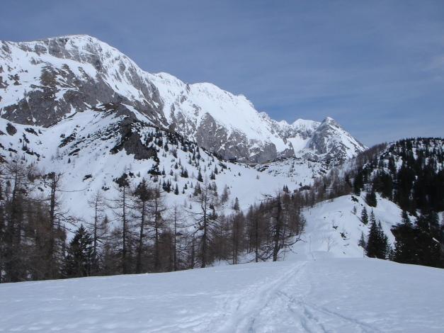 Foto: Manfred Karl / Ski Tour / Schneibstein, Bockskehl Abfahrt / Am Punkt 1657 (ÖK). Blick zum Kammverlauf Hohes Brett - Archenköpfe / 28.01.2009 22:46:12