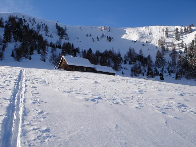 Foto: Manfred Karl / Ski Tour / Über die Steffeialm auf den Wirtsnock / Steffeialm, links oben der Wirtsnock / 29.01.2009 19:52:32