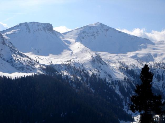 Foto: Manfred Karl / Ski Tour / Drei Gipfel im ruhigeren Eck der Toferer Alm / Kreuzkogel mit Westgrat (rechts) und der nordseitigen Abfahrt / 29.01.2009 21:25:54