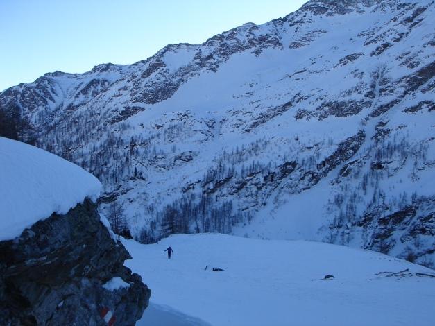 Foto: Manfred Karl / Ski Tour / Seemannwand, 2822 m / Im flachen Boden vor dem Beginn der breiten Rinne / 29.01.2009 22:17:08