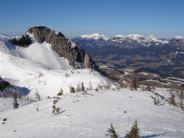 Foto: Manfred Karl / Ski Tour / Über die Gsengalm auf die Gsenghöhe / Kleiner Traunstein, im Hintergrund Osterhornberge / 30.01.2009 21:55:57