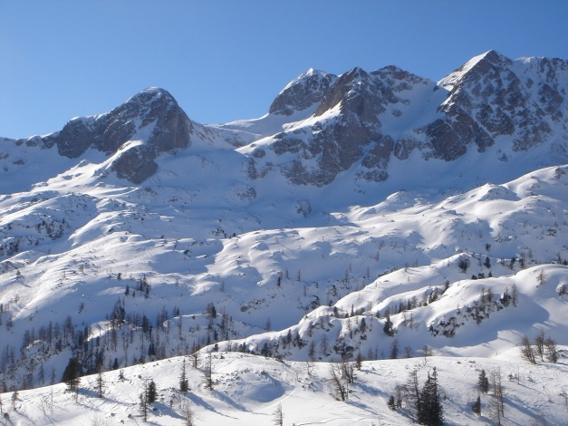 Foto: Manfred Karl / Ski Tour / Über die Gsengalm auf die Gsenghöhe / Blickrichtung Sonntagskogel - Hochkarfelderkopf / 30.01.2009 21:55:16