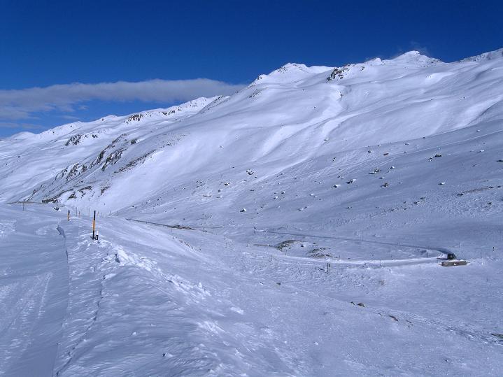 Foto: Andreas Koller / Ski Tour / Impressionen am Flüelapass (2606 m) / Blick auf das Jörihorn (2845 m), ebenso ein toller Skiberg / 09.02.2009 00:58:45