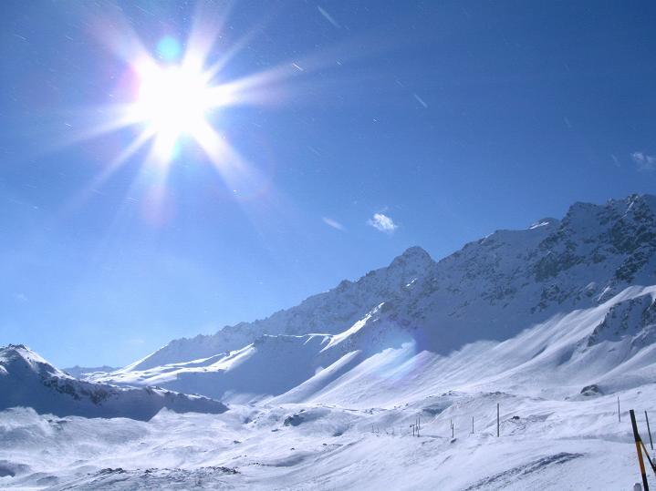 Foto: Andreas Koller / Ski Tour / Impressionen am Flüelapass (2606 m) / Blick Richtung Schwarzhorn (3147 m) und Flüela Pass / 09.02.2009 00:58:05