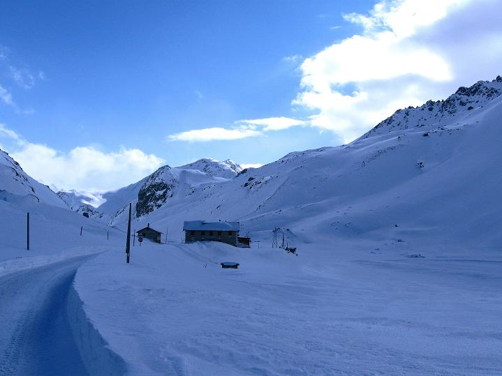 Foto: Andreas Koller / Ski Tour / Impressionen am Flüelapass (2606 m) / Flüela Ospiz auf der Passhöhe / 09.02.2009 00:56:10