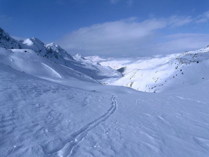 Foto: Andreas Koller / Ski Tour / Impressionen am Flüelapass (2606 m) / Blick nach W Richtung Davos / 09.02.2009 00:54:45