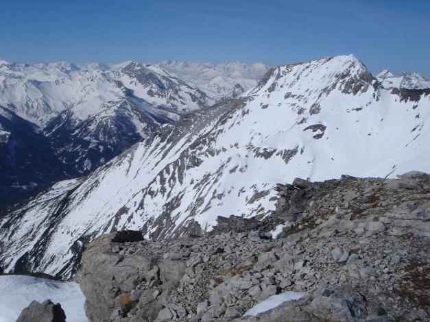 Foto: Manfred Karl / Ski Tour / Schwarzeck, Fuchskar / Ganz im Hintergrund ist der Großglockner erkennbar / 15.02.2009 14:23:43