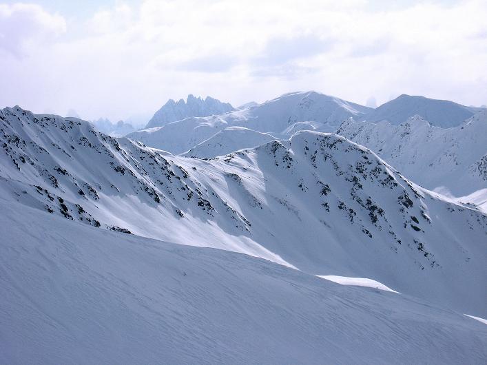 Foto: Andreas Koller / Ski Tour / Rotlahner (2748m) - Paradetour im Gsiesertal  / Die Sextener Dolomiten lugen hervor / 16.02.2009 01:01:47
