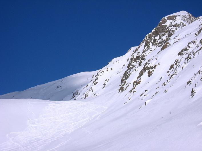 Foto: Andreas Koller / Ski Tour / Rotlahner (2748m) - Paradetour im Gsiesertal  / Rechts der Rotlahner, links die schönen Abfahrtshänge / 16.02.2009 00:52:00
