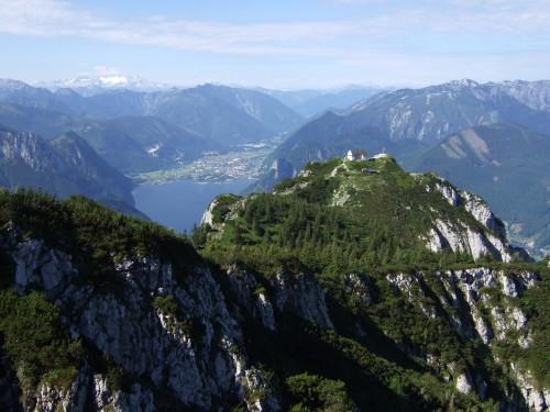 Foto: hofchri / Klettersteig Tour / Traunstein (1691 m) - Die Klettersteig-Quadrilogie / Blick zum Traunsteinhaus hinúnter / 20.02.2009 20:14:29