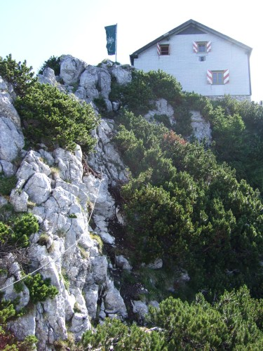Foto: hofchri / Klettersteig Tour / Traunstein (1691 m) - Die Klettersteig-Quadrilogie / die Gmundner Hütte / 20.02.2009 20:14:57