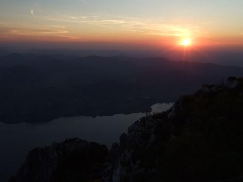 Foto: hofchri / Klettersteig Tour / Traunstein (1691 m) - Die Klettersteig-Quadrilogie / Sonnenuntergang über den Traunsee / 20.02.2009 20:16:25