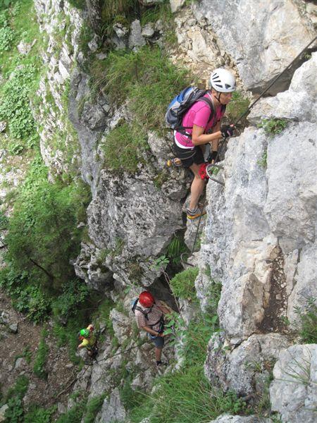 Foto: Heidi Schützinger / Klettersteig Tour / Predigstuhl (1278 m) - Die Klettersteig-Trilogie / nach einem kurzen Abstieg erreicht man den Einstieg zum Leadership Klettersteig / 24.07.2015 18:44:30