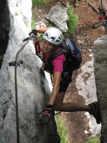Foto: Heidi Schützinger / Klettersteig Tour / Predigstuhl (1278 m) - Die Klettersteig-Trilogie / Christine im Leadership Klettersteig flott unterwegs / 24.07.2015 18:42:50