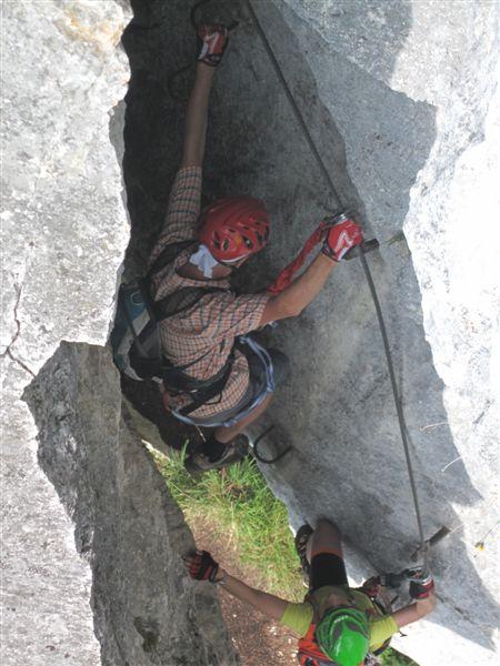 Foto: Heidi Schützinger / Klettersteig Tour / Predigstuhl (1278 m) - Die Klettersteig-Trilogie / Richard kurz vor der Engstelle im Leadership Klettersteig / 24.07.2015 18:41:55