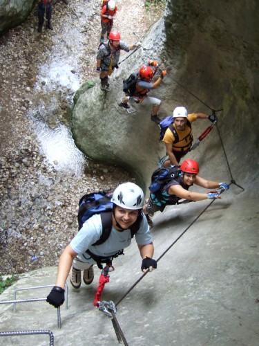 """Foto: hofchri / Klettersteig Tour / Castello di Drena (350 m) über Ferrata """"Rio Sallagoni""""  / Einstiegswand (C) in die Schlucht / 20.02.2009 21:03:57"""