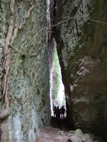 """Foto: hofchri / Klettersteig Tour / Castello di Drena (350 m) über Ferrata """"Rio Sallagoni""""  / angelehnte Felsblöcke / 20.02.2009 21:08:16"""